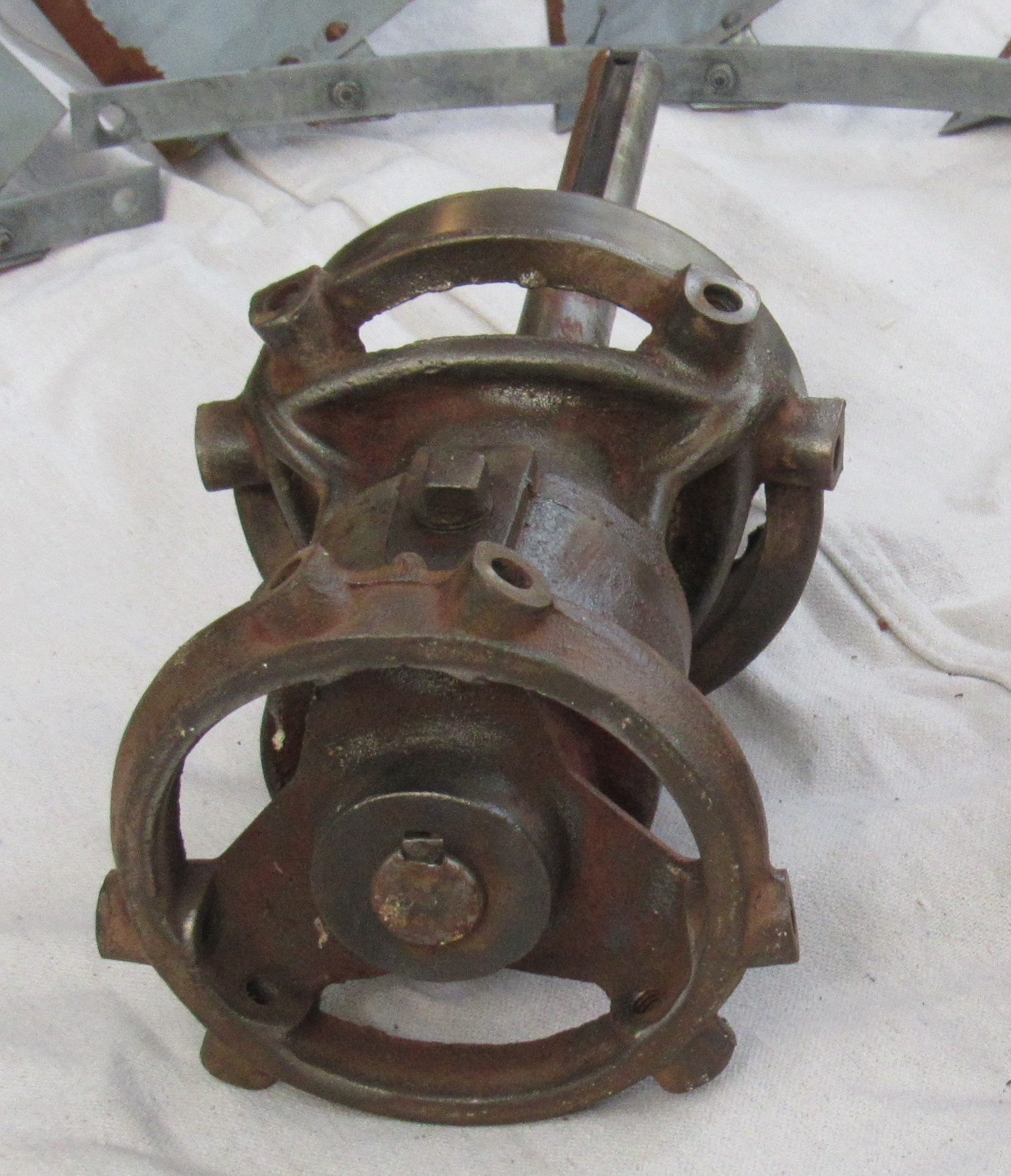 Vintage Style Hub (1933 - 1964) *This hub is cast in Mexico & sold by 702 LLC in Laredo, Texas*